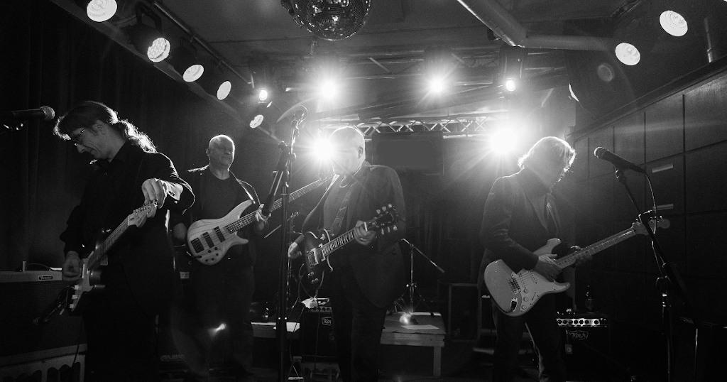 Vanhaa Roinaa: rokkaavan kaupunginjohtajan bändi soittaa 200 vuoden kokemuksella