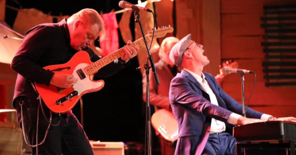 """Esa Pulliainen ja Mr Breathless kiihdyttävät keikkavauhtia: """"Kappaleita hiottiin pää punaisena"""""""