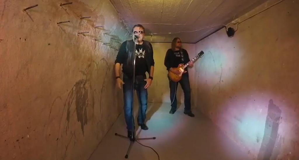 """Salmi ja Koivula tekivät vanhan liiton bluesrokkia – katso uusi video """"The Final Road"""""""