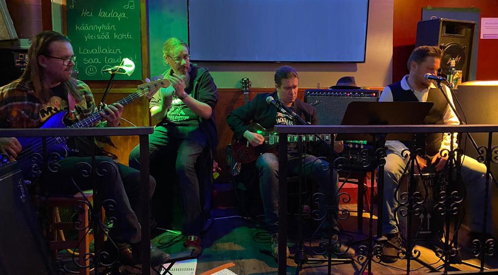 """Wolfskin Duo kääntää Rautavaaraa bluesiksi – """"Reissuromantiikan tiellä mekin ollaan"""""""